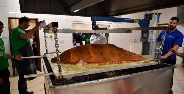 worlds-largest-samosa